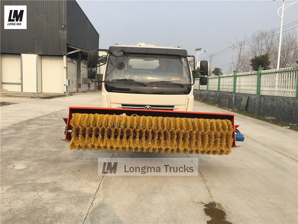 Dongfeng sewage suction truck with broom