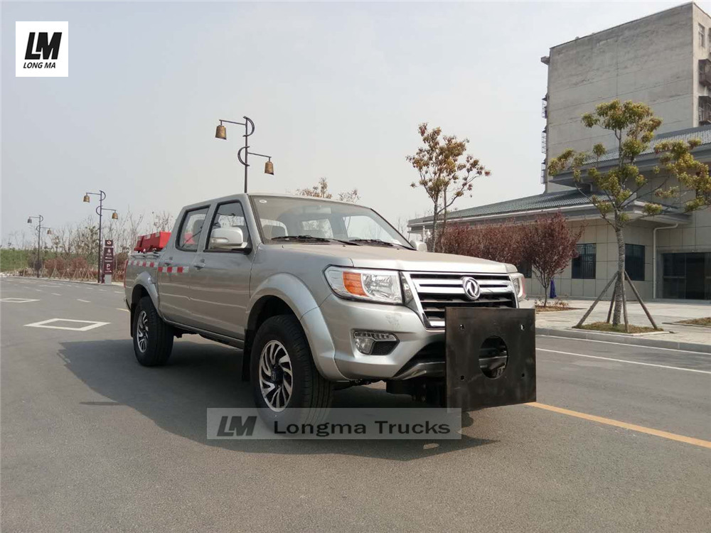 Dongfeng pickup and front mounted snow plow
