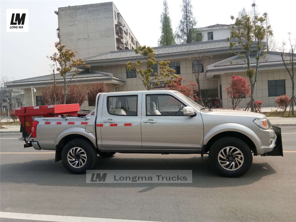 Dongfeng pickup with boss snow melting agent container