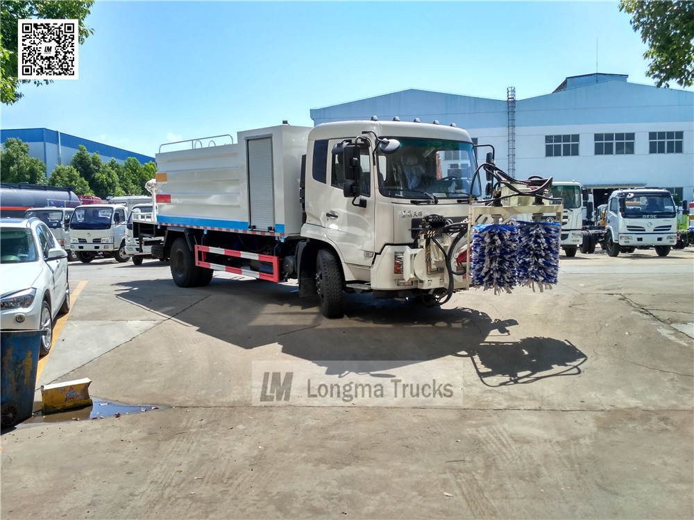 Dongfeng <a target='_blank' href='http://www.longmatruck.com/dust-suppression-truck'>dust suppression truck</a> with Fence cleaning device