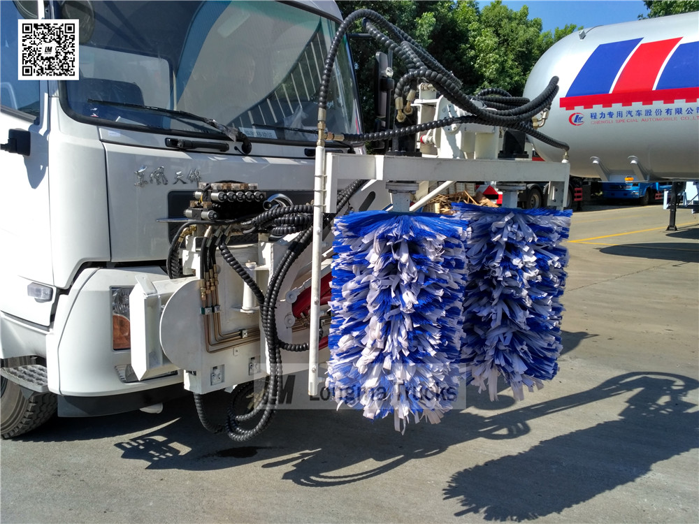 details picture of washing brushes with hydraulic control sysytem