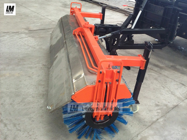China <a target='_blank' href='http://www.longmatruck.com/snow-removal-equipment/snow-broom'>snow broom</a>